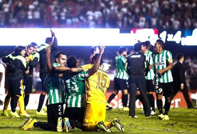 Comemoração do Atlético Nacional contra o São Paulo (Foto: Miguel Schincariol / AFP)