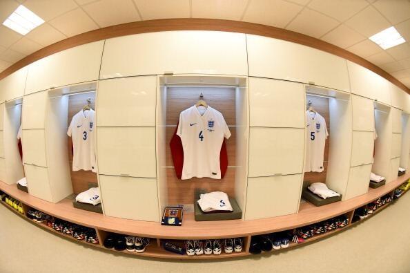 Uniformes da seleção inglesas separados para o duelo contra o Uruguai