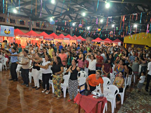 Católicos se reuniram em Cruzeiro do Sul no período carnavalesco (Foto: Adelcimar Carvalho/G1)