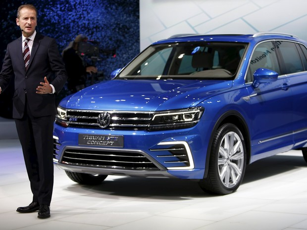 CEO para veículos de passeio da Volkswagen, Herbert Deiss, no Salão de Tóquio (Foto: Yuya Shino / Reuters)