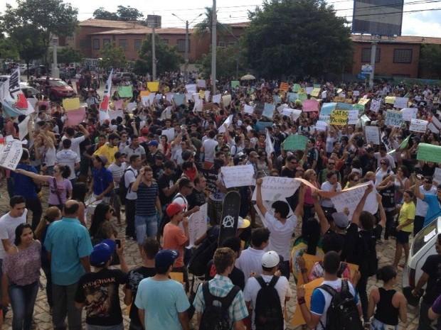 Segundo a Polícia Militar, cerca de oito mil pessoas participam do protesto (Foto: Ericsson Coriolano/Arquivo pessoal)