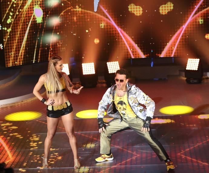 Fernando Rocha e Juliana Valcézia dançam 'Segue o Fluxo', de MC Gui (Foto: Carol Caminha/Gshow)