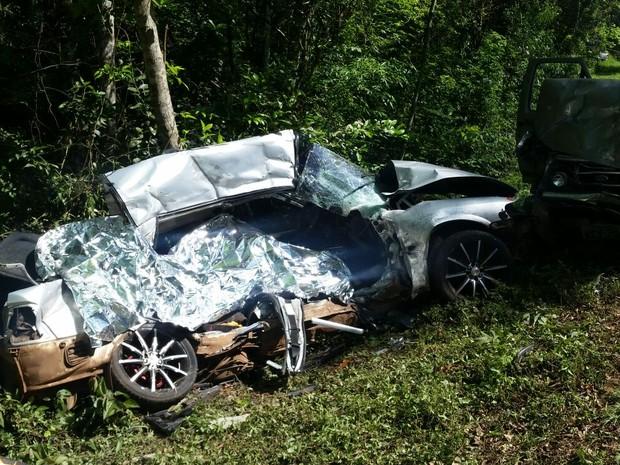 Carro ficou completamente destruído após a batida (Foto: Ivania Bonatto/arquivo pessoal)