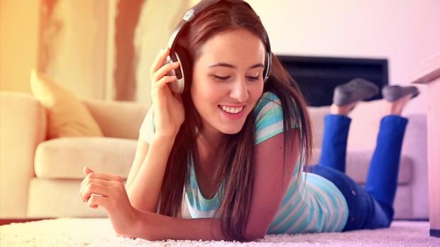 Ouvir msica em casa  muito bom, n? (Foto: Divulgao)
