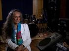 Maria Bethânia comemora 50 anos de carreira pensando no futuro