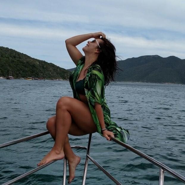 Fernanda Souza de biquíni em iate (Foto: Reprodução/Instagram)