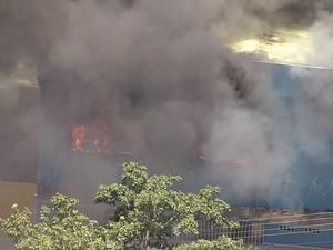 Imóvel pega fogo na Região Nordeste de Belo Horizonte (Foto: Reprodução/Globocop)