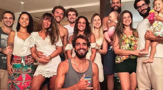 Dani Suzuki e os amigos na passagem de ano (Foto: Reprodução/Instagram)