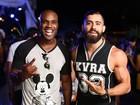 De regata, ex-BBB Yuri exibe braços musculosos em festa no Rio