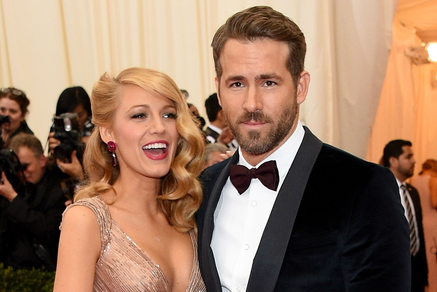 Os atores Ryan Reynolds, de 37 anos, e Blake Lively, de 26, formam um casal quentíssimo. (Foto: Getty Images)