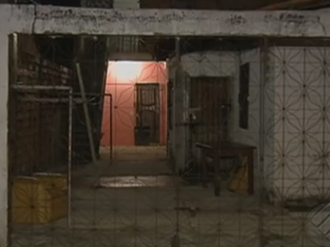 Portão da casa da vítima não tinha sinais de arrombamento. (Foto: Reprodução/TV Liberal)