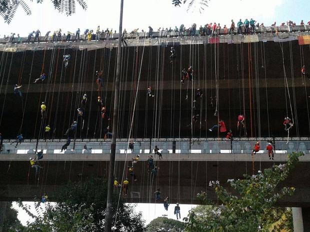 Engenheiro marcou os pontos nos quais cada um deveria descer (Foto: Elida Oliveira/G1)