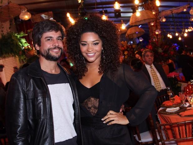 Juliana Alves com o namorado, Ernani Nunes, em festa na Zona Norte do Rio (Foto: Anderson Borde/ Ag. News)
