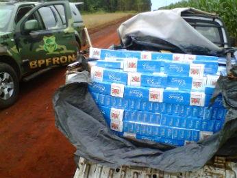Entre os produtos apreendidos, estão 749 caixas de cigarros (Foto: Divulgação /BPFron)