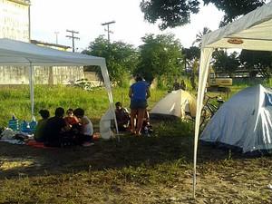 Ocupação de terreno no Cais José Estelita, no Recife, na tarde de quinta-feira (Foto: Luna Markman / G1)