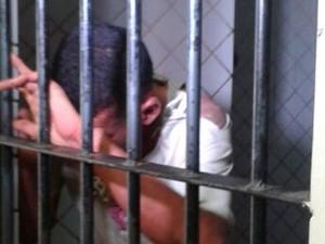 Suspeito de agredir bebê a pedradas e esbofetear o próprio filho em Natal está preso (Foto: Victor Lyra/G1)