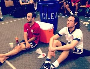Jogadores dos Estados Unidos aguardam final de jogo Honduras x Panamá (Foto: Reprodução / Instagram)