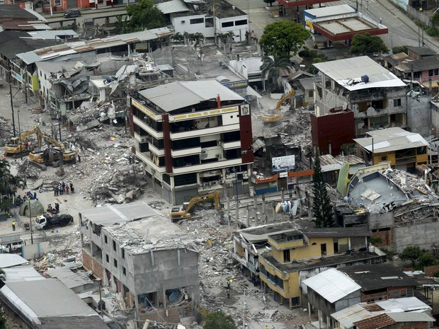 Vista aérea mostra área destruída pelo terremoto em Pedernales, no Equador (Foto: Guillermo Granja/Reuters)