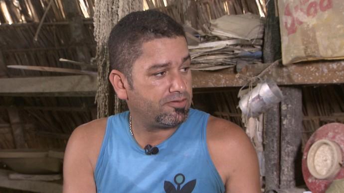 Ceramista Denismar Peixoto aprendeu o ofício com o pai (Foto: TV Bahia)