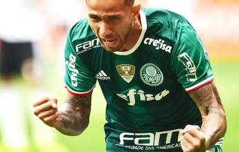 """Na """"intuição"""", Cuca troca atacantes e vê Leandro Pereira voltar a marcar"""