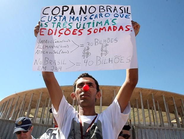 Dilma estádio Mané Garrincha protesto (Foto: André Coelho / Agência O Globo)