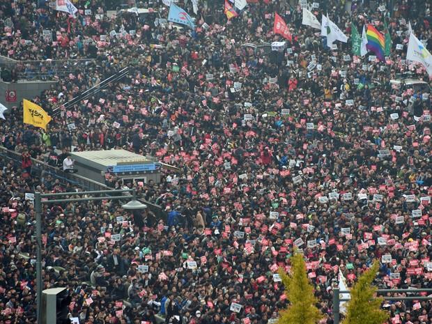 Manifestação levou milhares de pessoas para as ruas de Seul (Foto: Ed Jones/AFP)
