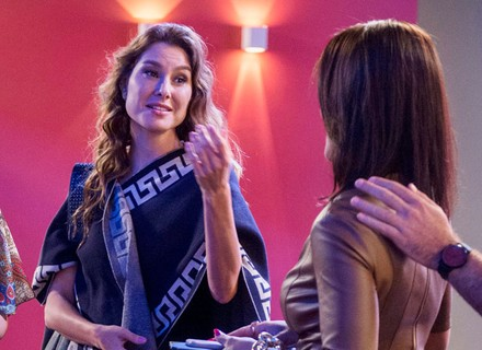 Teaser: Carolina vê Arthur com Eliza e ouve alfinetada de Natasha