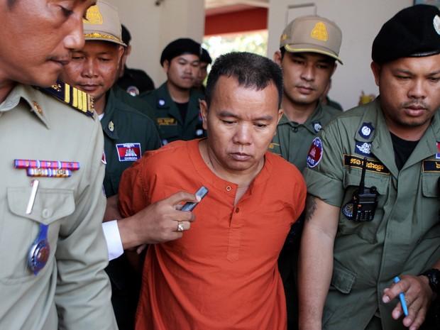 Yem Chroeum, 55 anos, foi condenado por infectar mais de100 pacientes com o vírus da aids no Camboja (Foto: AFP)