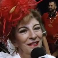 Marília Pêra escolhe desfilar no chão (Reprodução/G1)