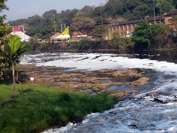 Rio Piracicaba nesta quarta-feira (26) mantinha nível abaixo da média (Foto: Thainara Cabral/G1)