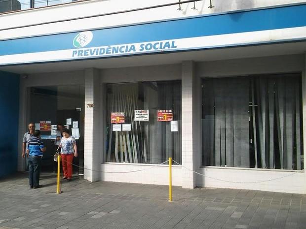 Agência do INSS anuncicava a greve dos peritos nesta sexta-feira (Foto: Wesley Justino/EPTV)