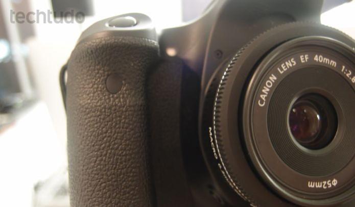 EOS 70D é compatível com 103 lentes EF e EF-S da marca Canon (Foto: Pedro Zambarda/TechTudo)