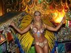 Fantasia de Carol Narizinho deixa à mostra marquinhas de biquíni