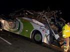 Acidente mata motorista e 17 universitários em São Paulo