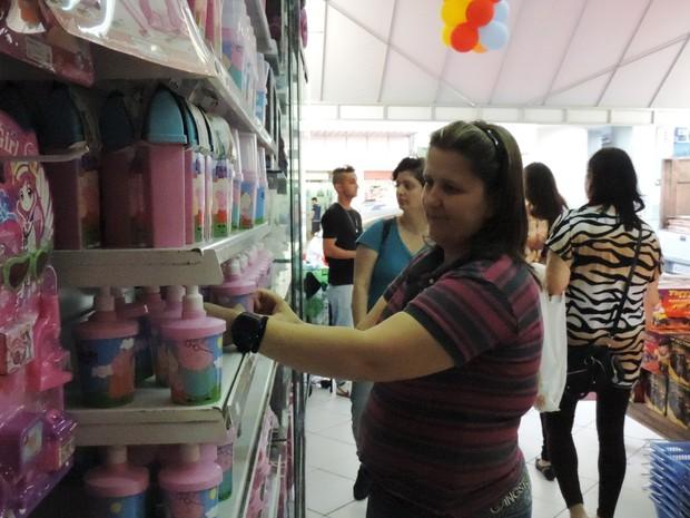 Andréia disse que loja que gerencia teve diminuição de 80% no movimento (Foto: Janara Nicoletti/G1)