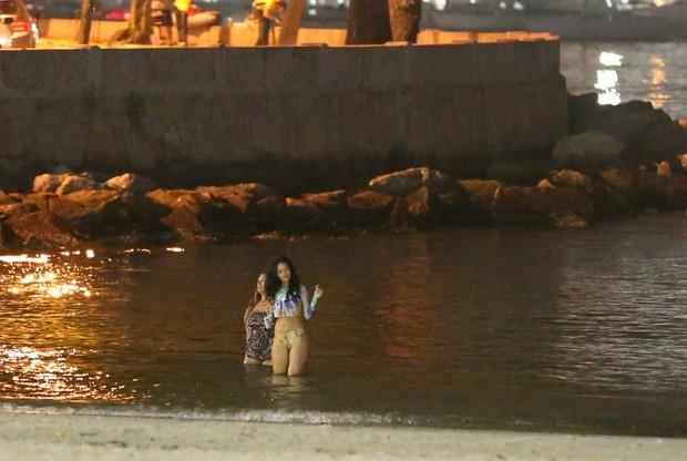 Rihanna vai a Praia a noite  (Foto: André Freitas / Agnews)