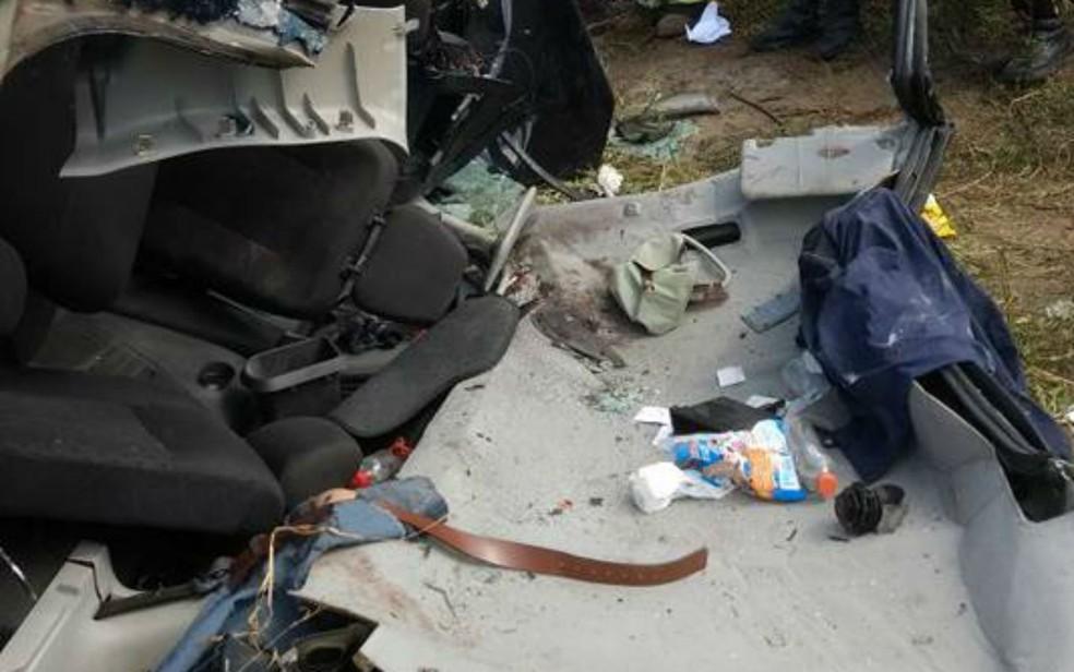 Teto do carro foi arrancado para o salvar a vítima (Foto: Divulgação/Corpo de Bombeiros Militar)