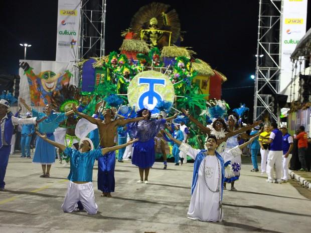 Escola de samba Turma do Quinto no desfile de 2015 (Foto: Biné Morais/O Estado)