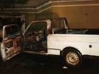 Carro fica totalmente destruído após pegar fogo em Junqueirópolis