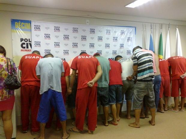 """Parte dos presos da operação """"Sem Limites"""" (Foto: Michelly Oda / G1)"""