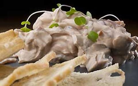 Pastinha de cebola roxa caramelizada com cream cheese