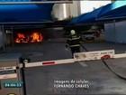 Carro pega fogo em estacionamento de supermercado no CE; vídeo