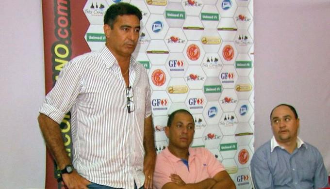 Paulo César Catanoce foi apresentado como treinador do Tricordiano (Foto: Reprodução EPTV)