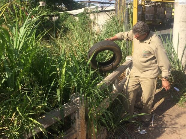 Fiscais fazem ação para intensificar combate ao mosquito da dengue, em Goiânia, Goiás (Foto: Vitor Santana/G1)
