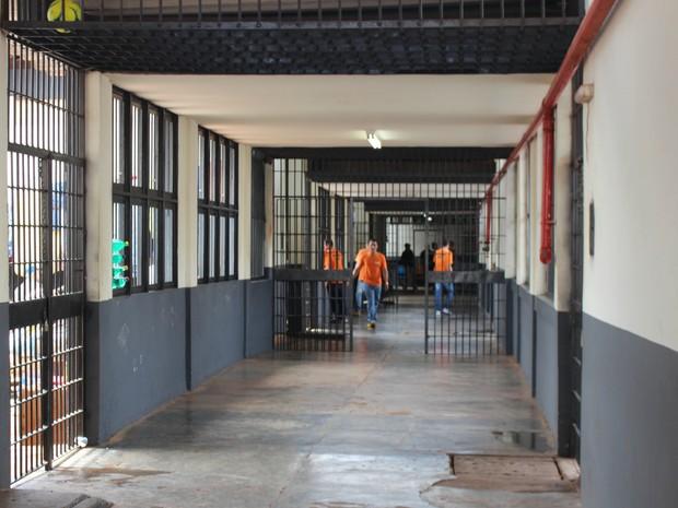 Um dos corredores do Instituto Penal de Campo Grande (IPCG) (Foto: Gabriela Pavão/ G1 MS)