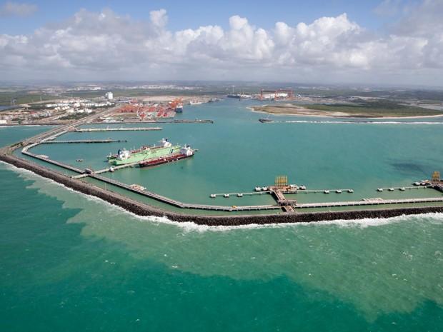 Complexo Industrial e Portuário de Suape vem sendo apontado como fator contribuinte do aumento de ataques de tubarão. (Foto: Daniela Nader / Porto de Suape)