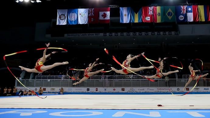 Meio arte, meio esporte...ginástica rítmica tem base no balé clássico (Foto: Ricardo Bufolin/CBG)
