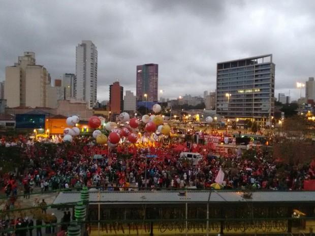 Manifestantes no Largo da Batata, na Zona Oeste de São Paulo (Foto: Roney Domingos/G1)