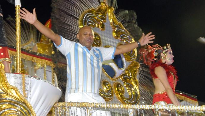 Na avenida e nos bastidores, personalidades do esporte marcaram presença no carnaval amapaense (Foto: Gabriel Penha/GE-AP)