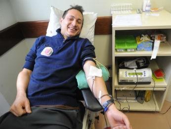 Praticante de skate, Vitor Simão, participou da campanha e doou sangue nesta segunda-feira (1º) (Foto: Everson Bressan / SMCS)